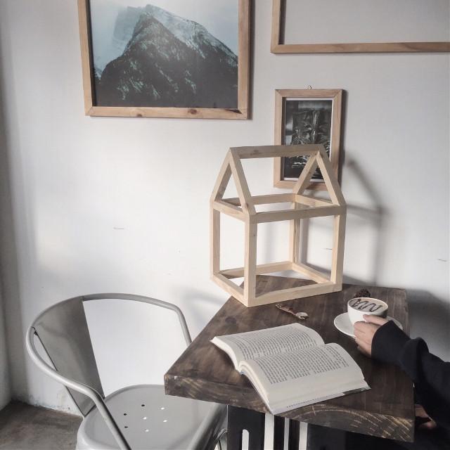 my ig: vaempire 📷 #photooftheday #winteriscoming #handinframe #thememorycoffee #modChilLe